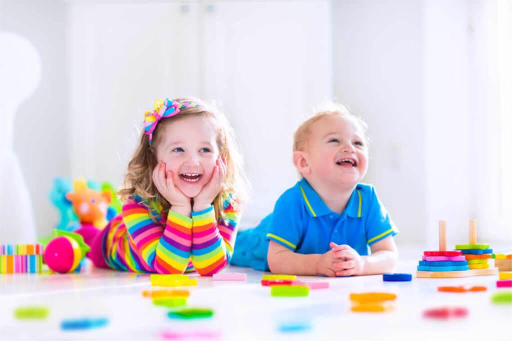 Kinder beim Lachen
